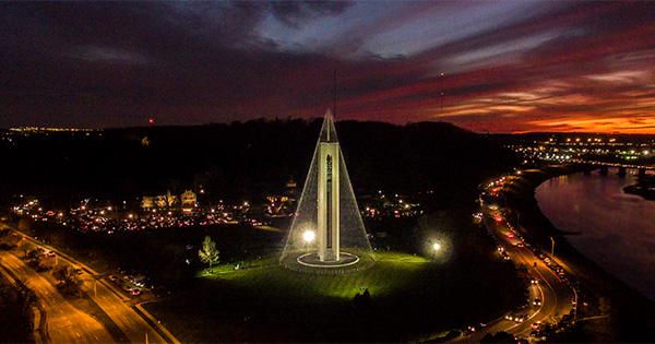 Carillon Tree of Light Illumination