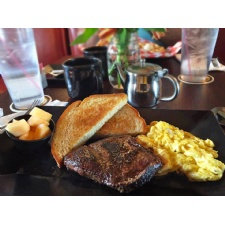 Fifth Street Brewpub Brunch