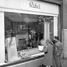 The fascinating story of Rike's Christmas window displays