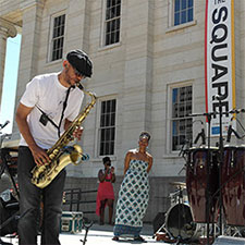 Music at lunchtime on Courthouse Square